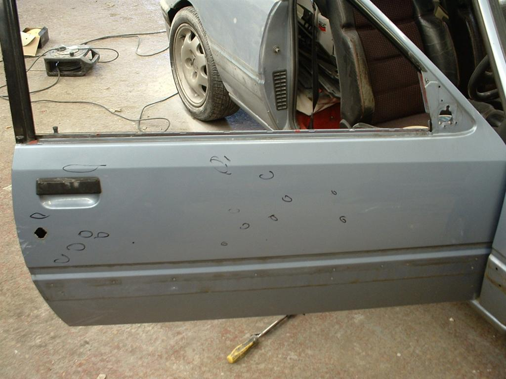 Damage on drivers door was limited mainly to stonechips, with the odd trolley dent here and there.