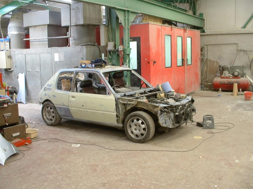 Just a quick shot showing most of the bodyshop where I worked at the time, including the compressor and spraybooth.